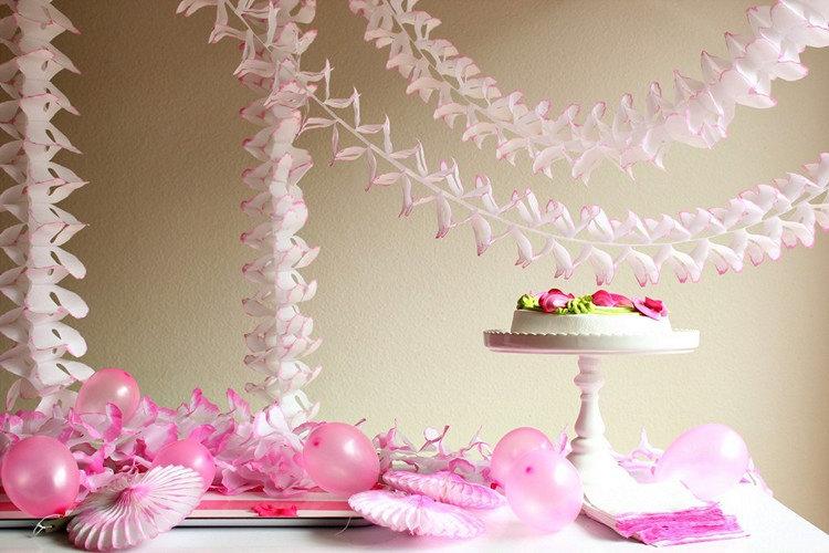 Papīra svētku dekorācija - virtene - gaiši rozā - 3,65 m