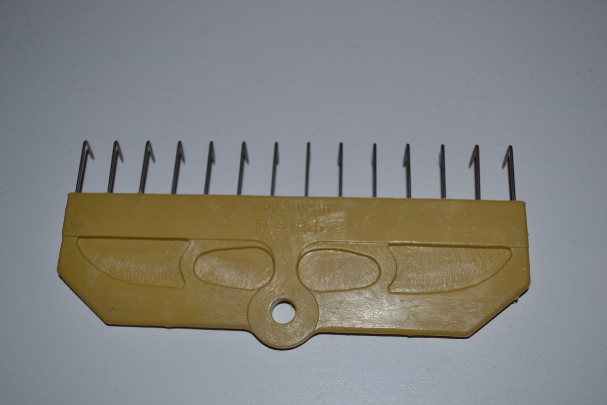 Adāmmašīnas ķemme adījuma nostiepšanai 18 adatas