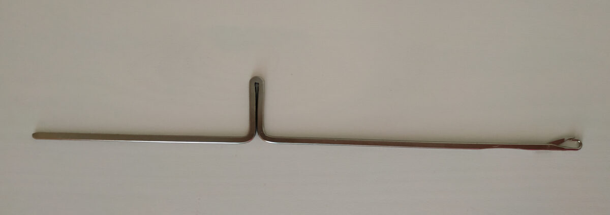 Игла для вязальной машины, длина 13,6 см